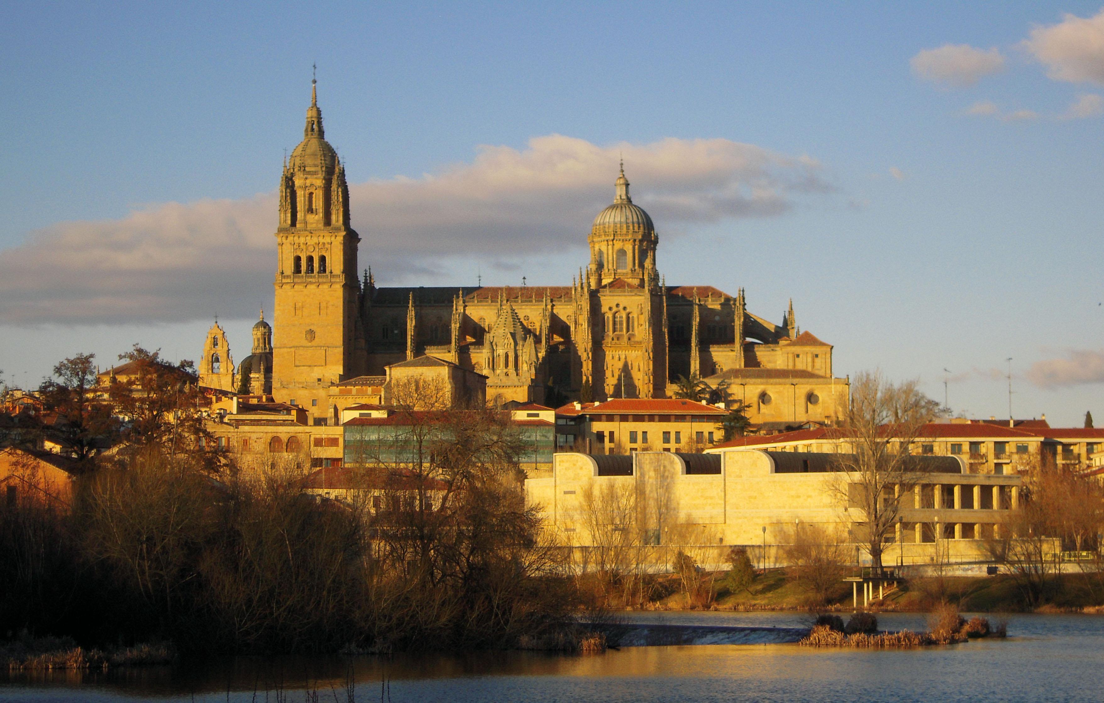 Salamanca. Es una ciudad alegre, universitaria y viva.