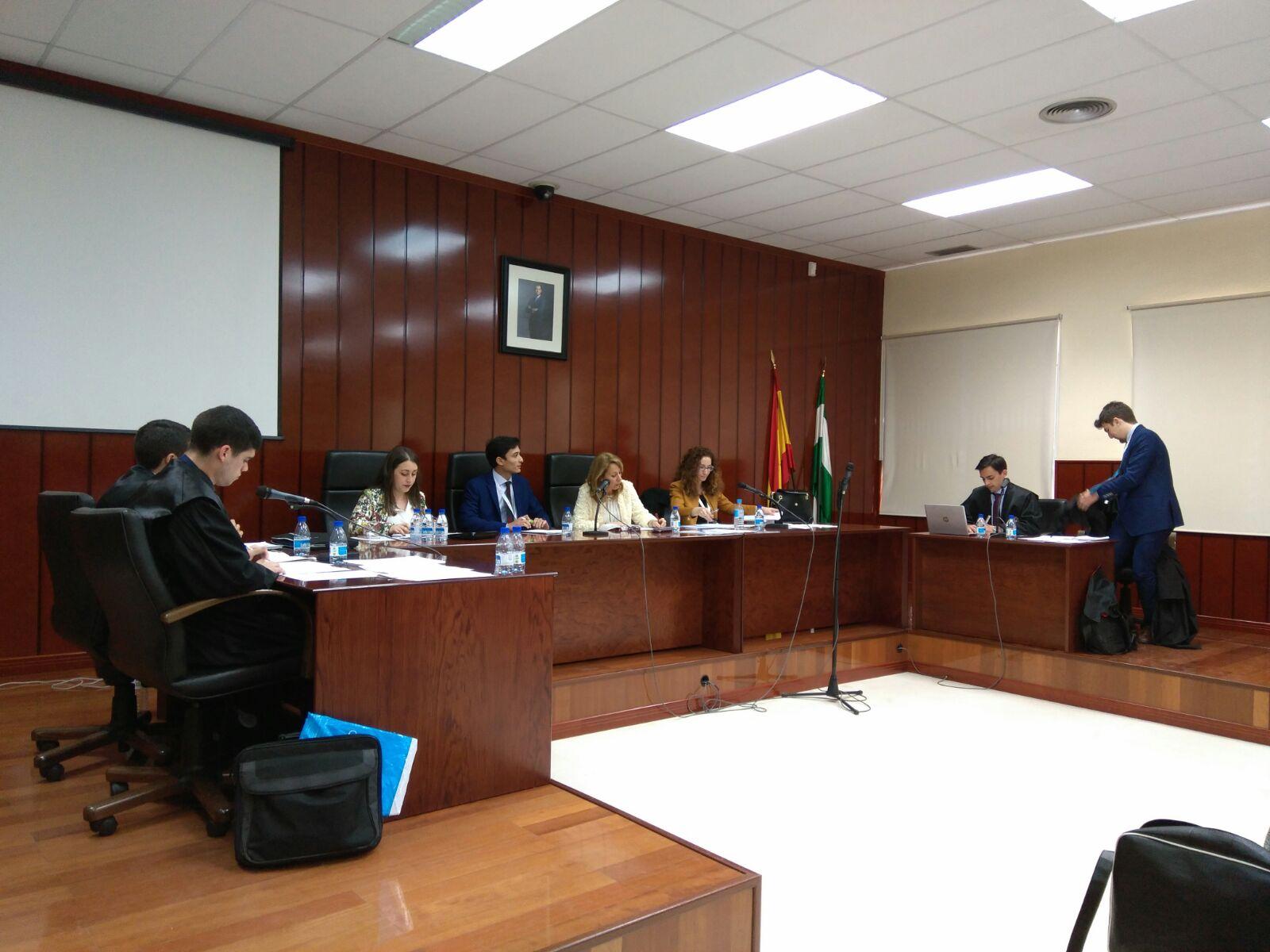 Estudiantes de Derecho hacen una simulación judicial en la que participan más de 33 estudiantes
