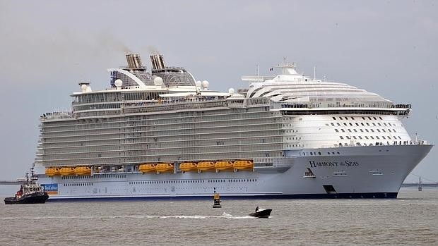The arrival of the new world's largest cruise ship stops in Málaga