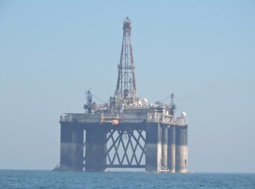 An oil rig arrived last week at the port of Malaga to be dismantled