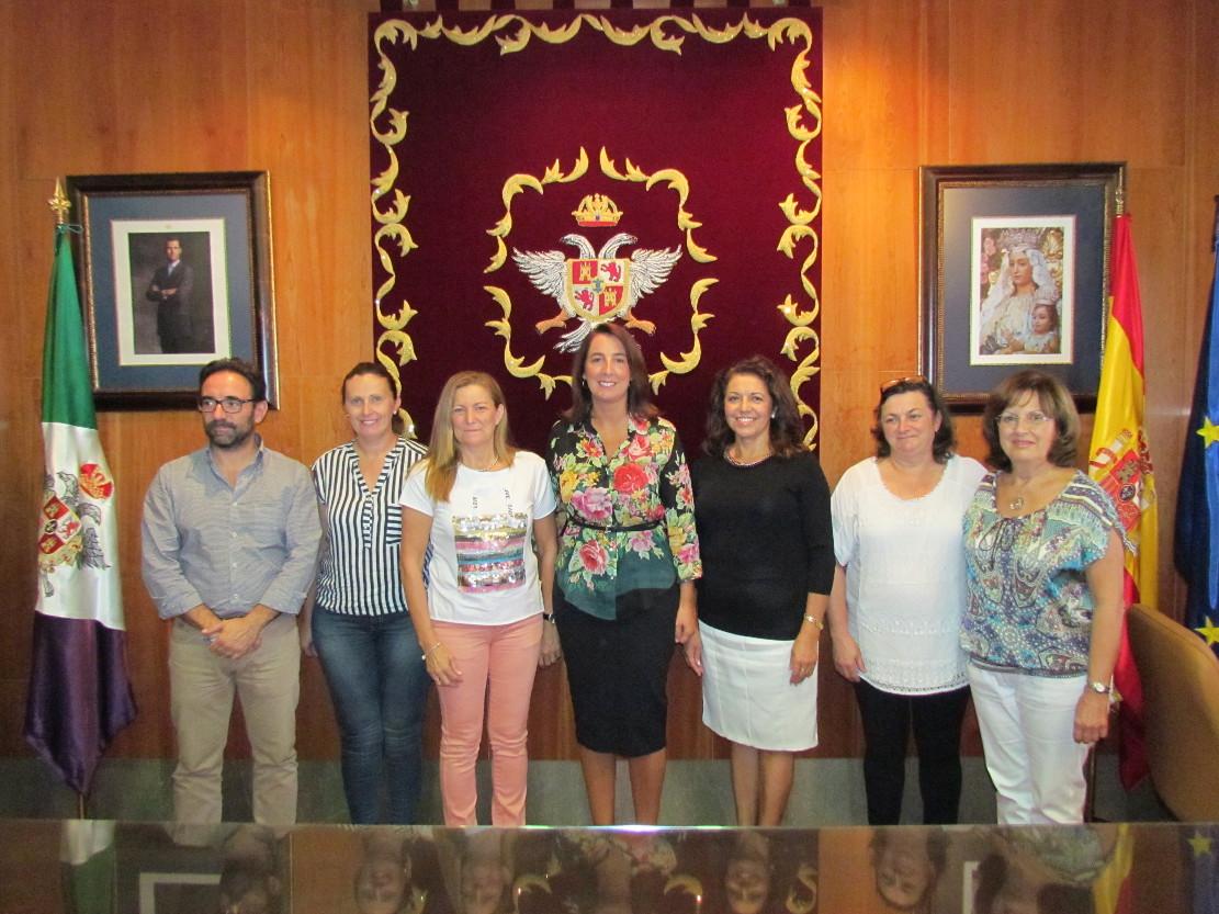 El Ayuntamiento renueva el convenio de cesión del Centro de Estancia Diurna a la asociación ALHMER