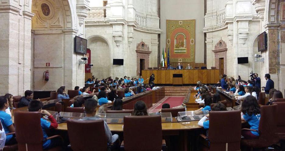 Niños y adolescentes de Alhaurín el Grande participan con el Ayuntamiento en el Pleno Infantil del Parlamento Andaluz