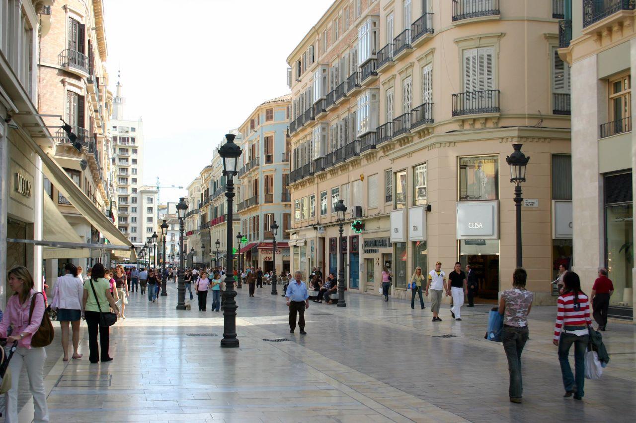 Los comerciales del centro de Málaga perturban la experiencia de pasear por la ciudad