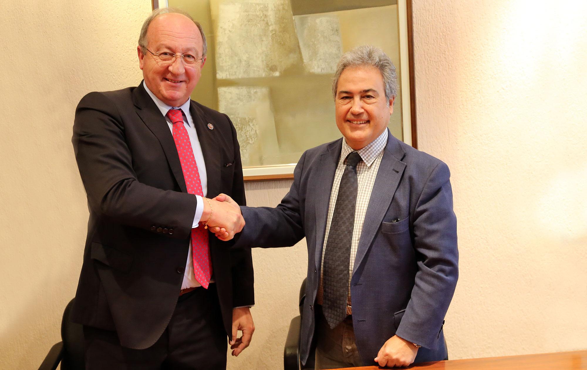 Convenio de colaboración entre la Universidad de Málaga y la institución científica Carlomagno