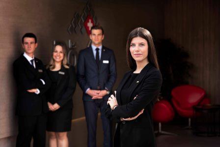 Les Roches Marbella descubre a sus estrellas en  su campaña nacional de televisión