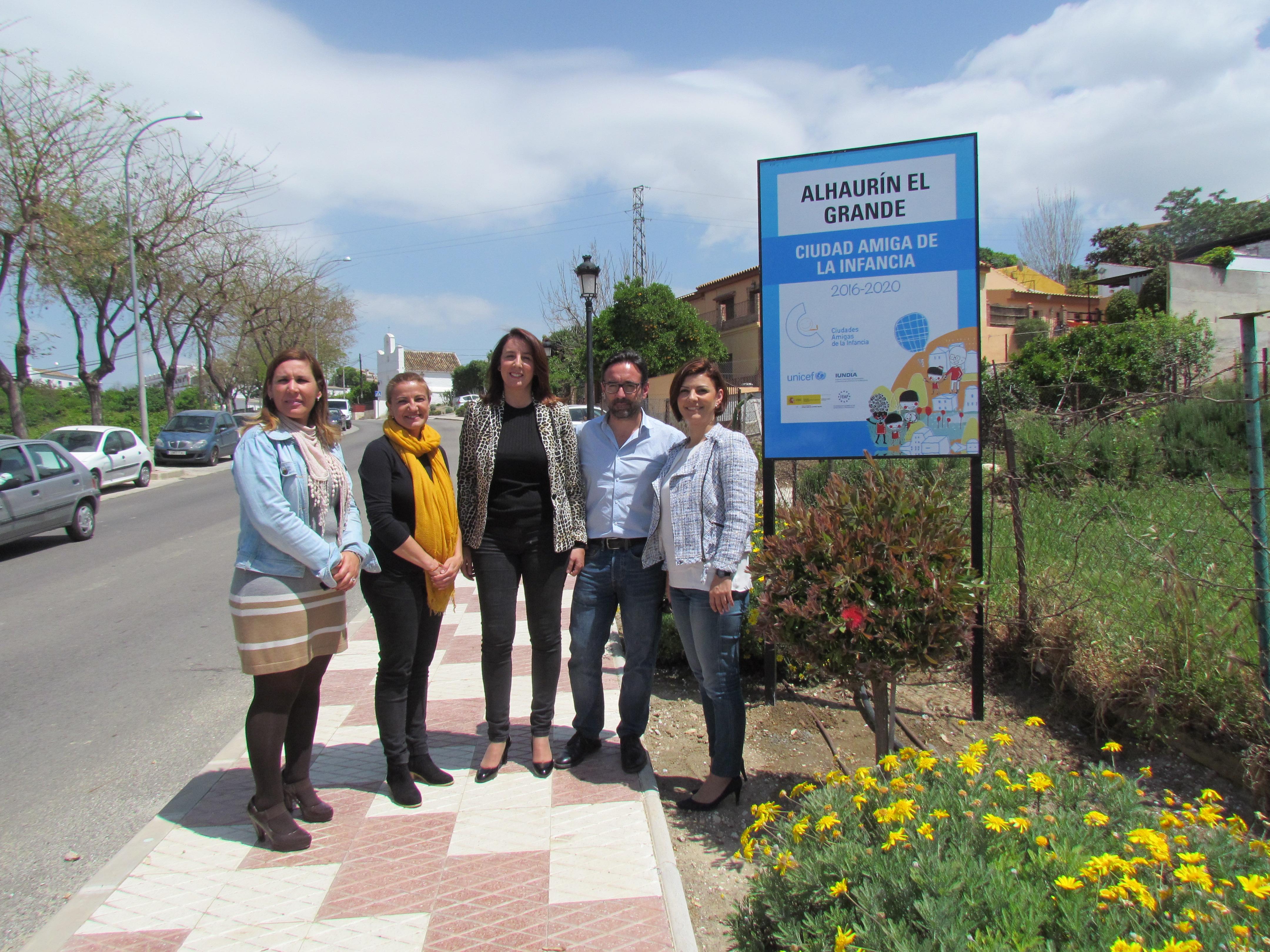 Alhaurín el Grande – El Ayuntamiento instala los paneles identificativos de Ciudad Amiga de la Infancia de UNICEF