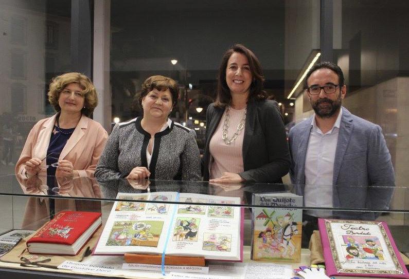 """La exposición """"El Quijote bordado"""" abrió el programa de actos con motivo del Día del Libro."""