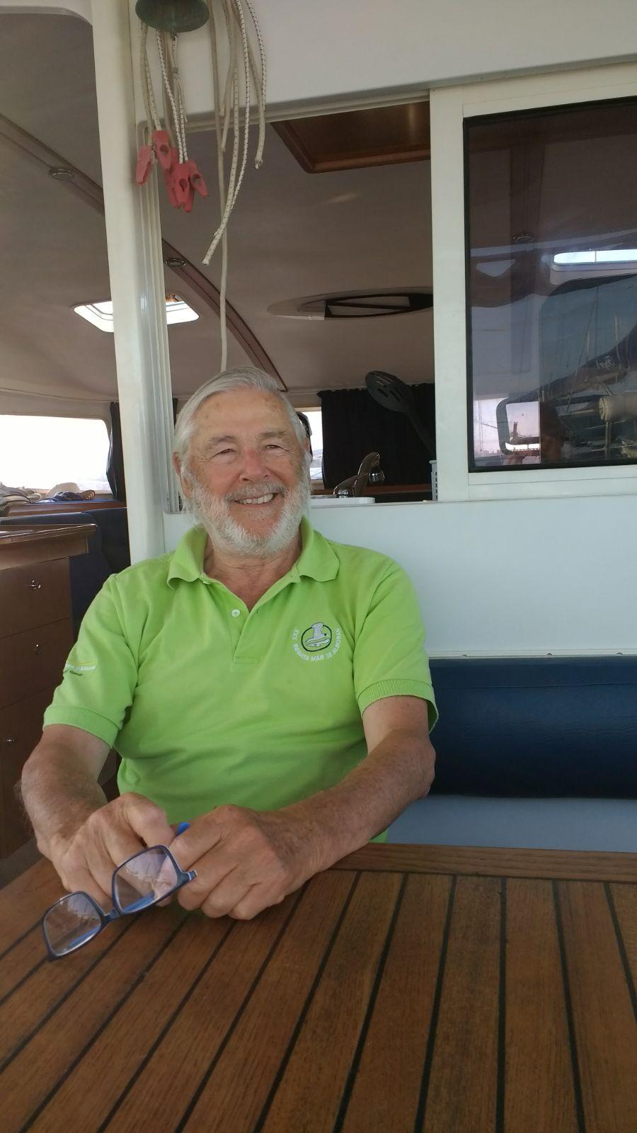 """""""De la mar me gusta todo, desde el atún a navegar"""" – Entrevista a José María Bustamante, un empresario que, jubilado, volvió en ayuda de los que fueron sus trabajadores"""