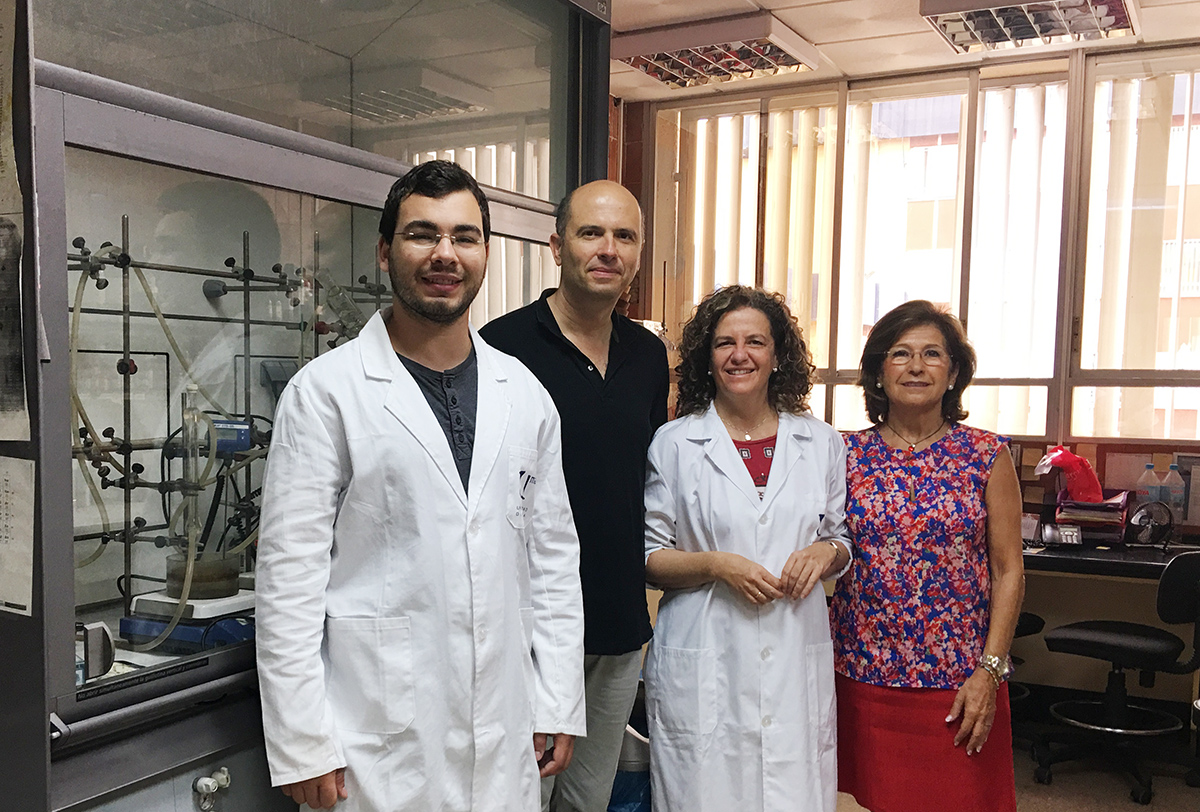 Científicos emplean por primera vez microgeles desarrollados sobre oro esférico para mejorar el tratamiento de cáncer de mama