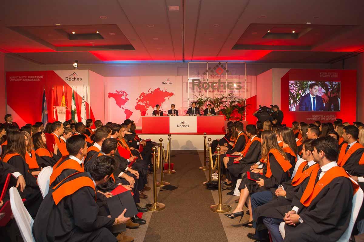 133 nuevos profesionales de la industria hotelera y turística se gradúan en la XLV ceremonia de clausura de Les Roches Marbella
