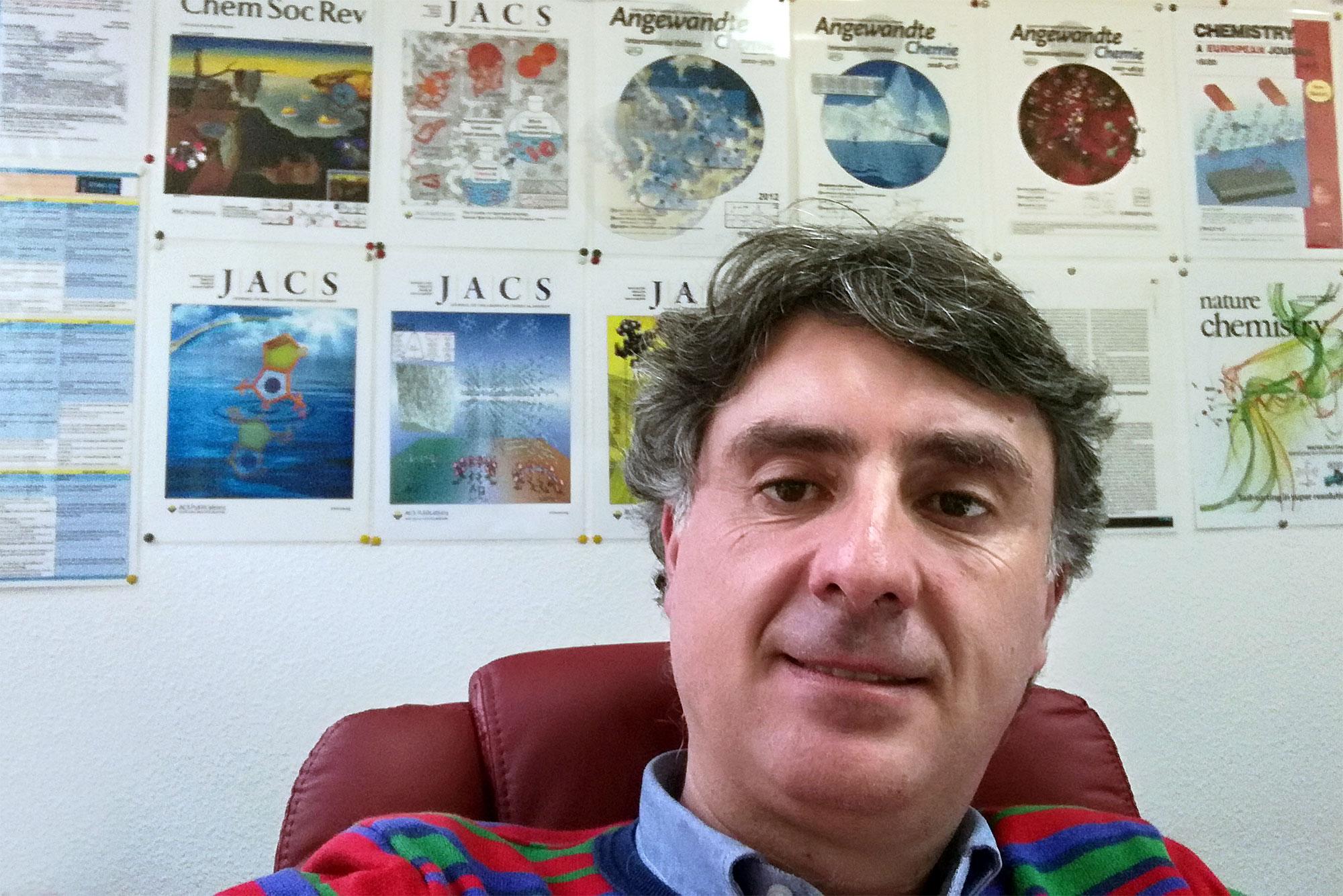Juan Casado Cordón, primer profesor de la UMA reconocido por la revista internacional Angewandte Chemie de la Sociedad Alemana de Química