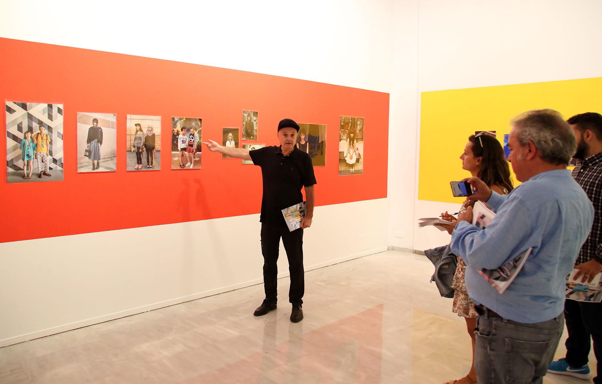 """Miguel Trillo nos ofrece en el Rectorado una visión general de la geografía humana del lejano oriente en la exposición """"Cromasiáticos"""""""