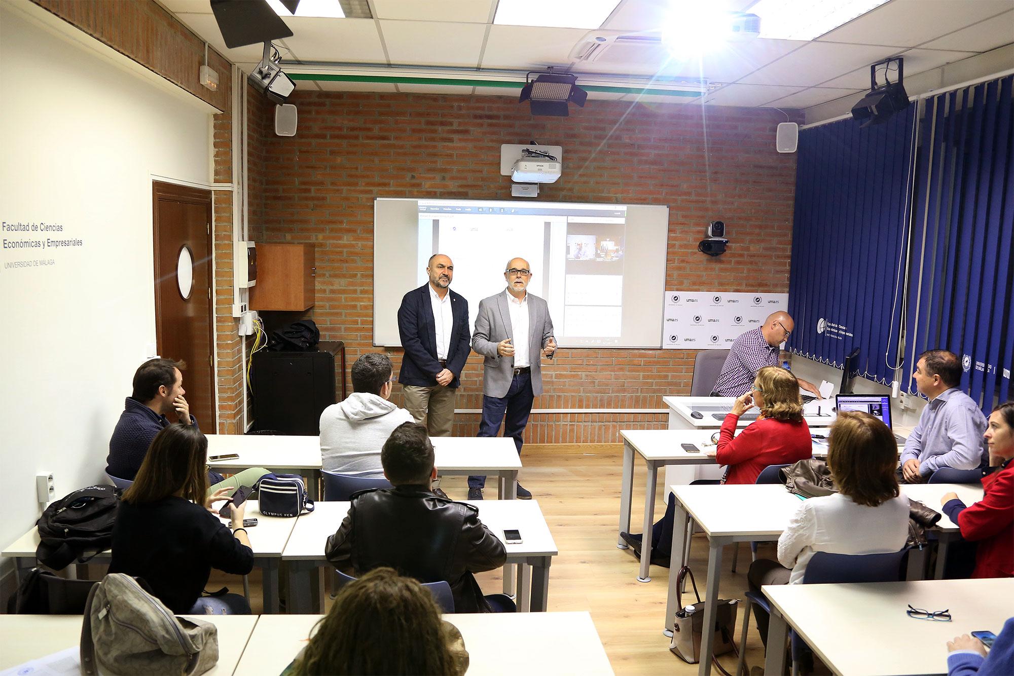 El campus de El Ejido inaugura una nueva aula de docencia avanzada