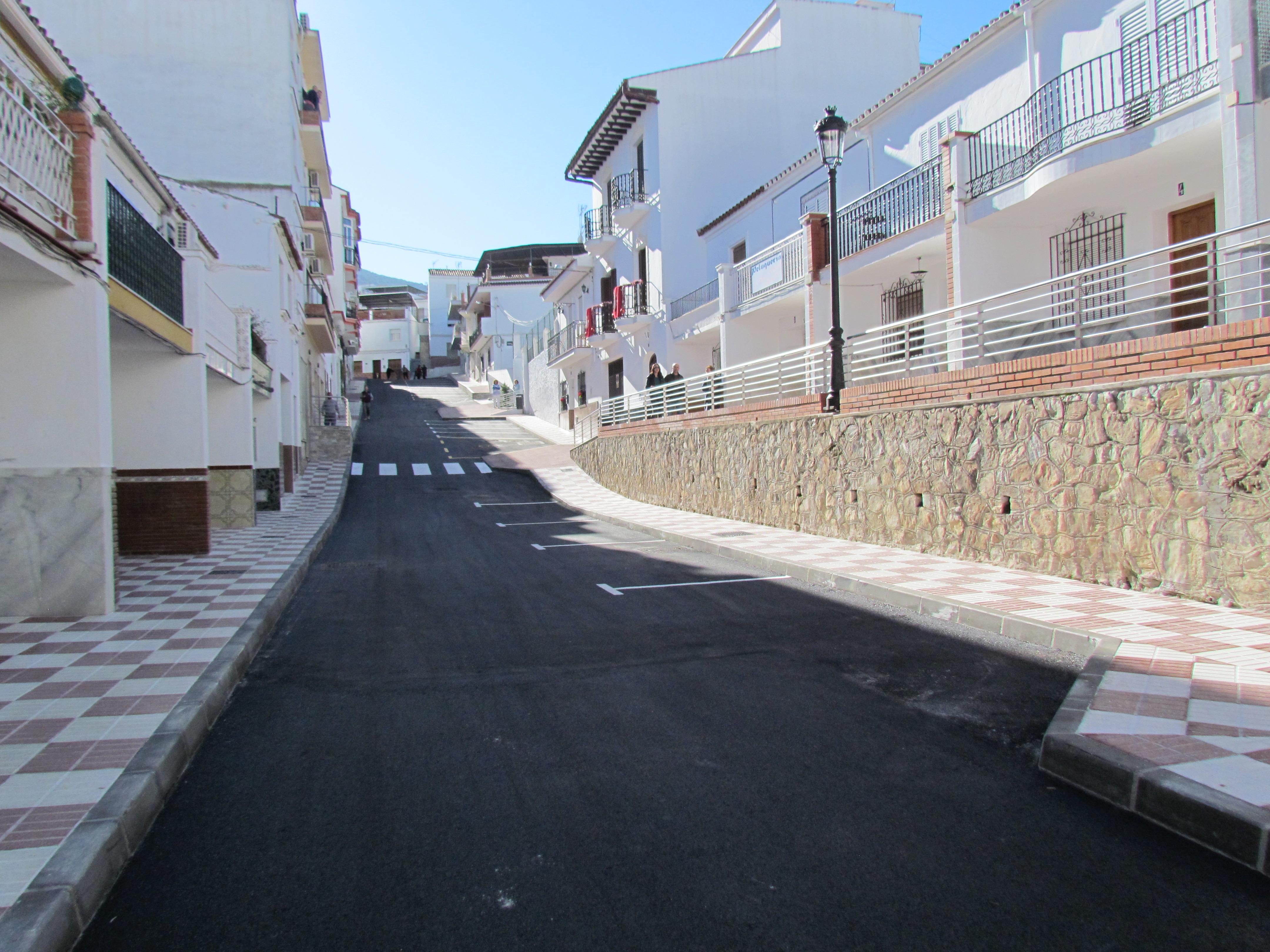 La alcaldesa preside la apertura de calle Virgen de la Paz tras su remodelación.