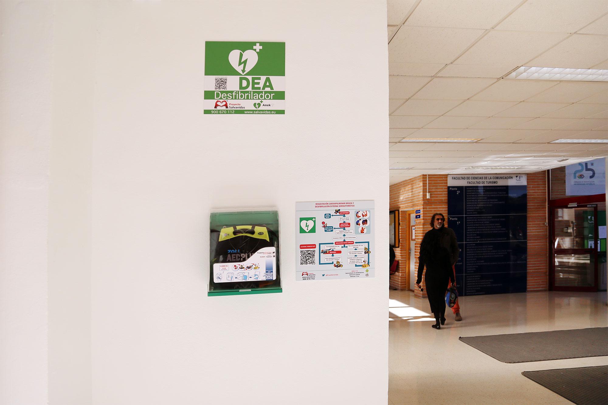 Todos los centros con docencia cuentan con un desfibrilador