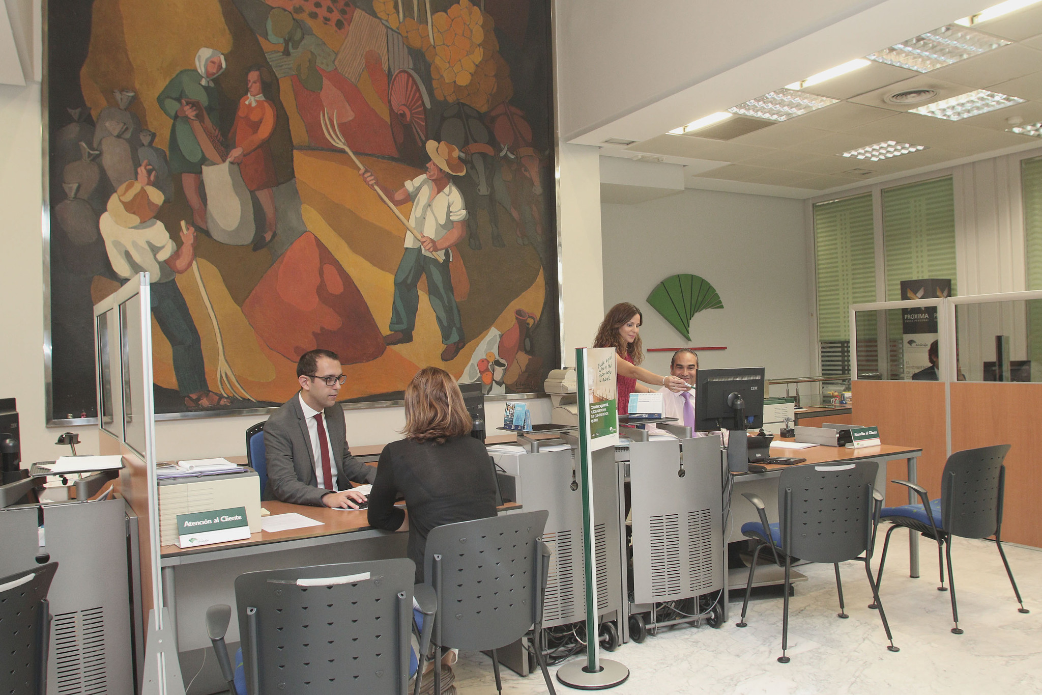 Unicaja banco colabora un a o m s en el anticipo de las for Unicaja oficinas malaga