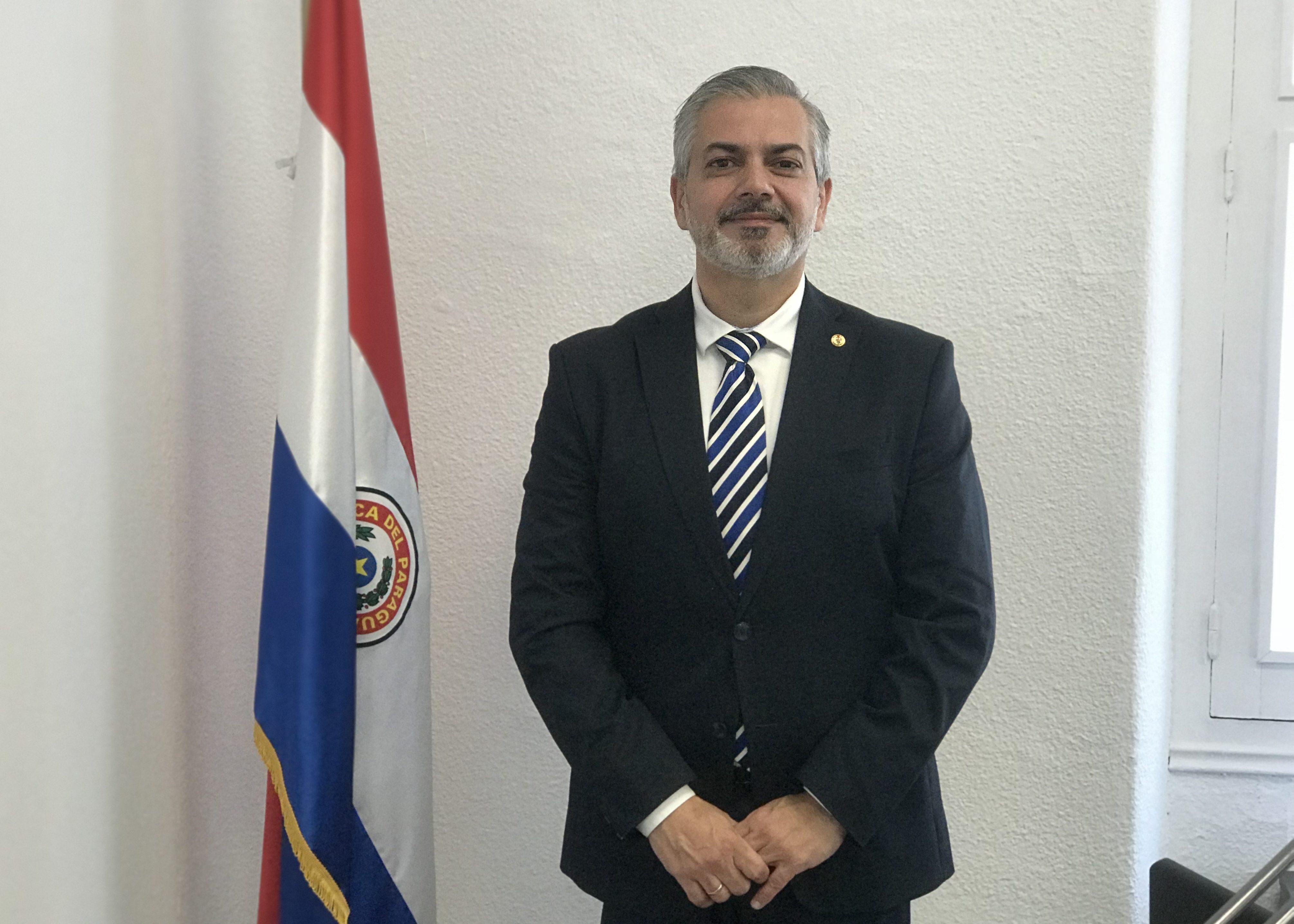 El consulado de Paraguay tiene tres circunscripciones en España, Madrid, Barcelona y Málaga