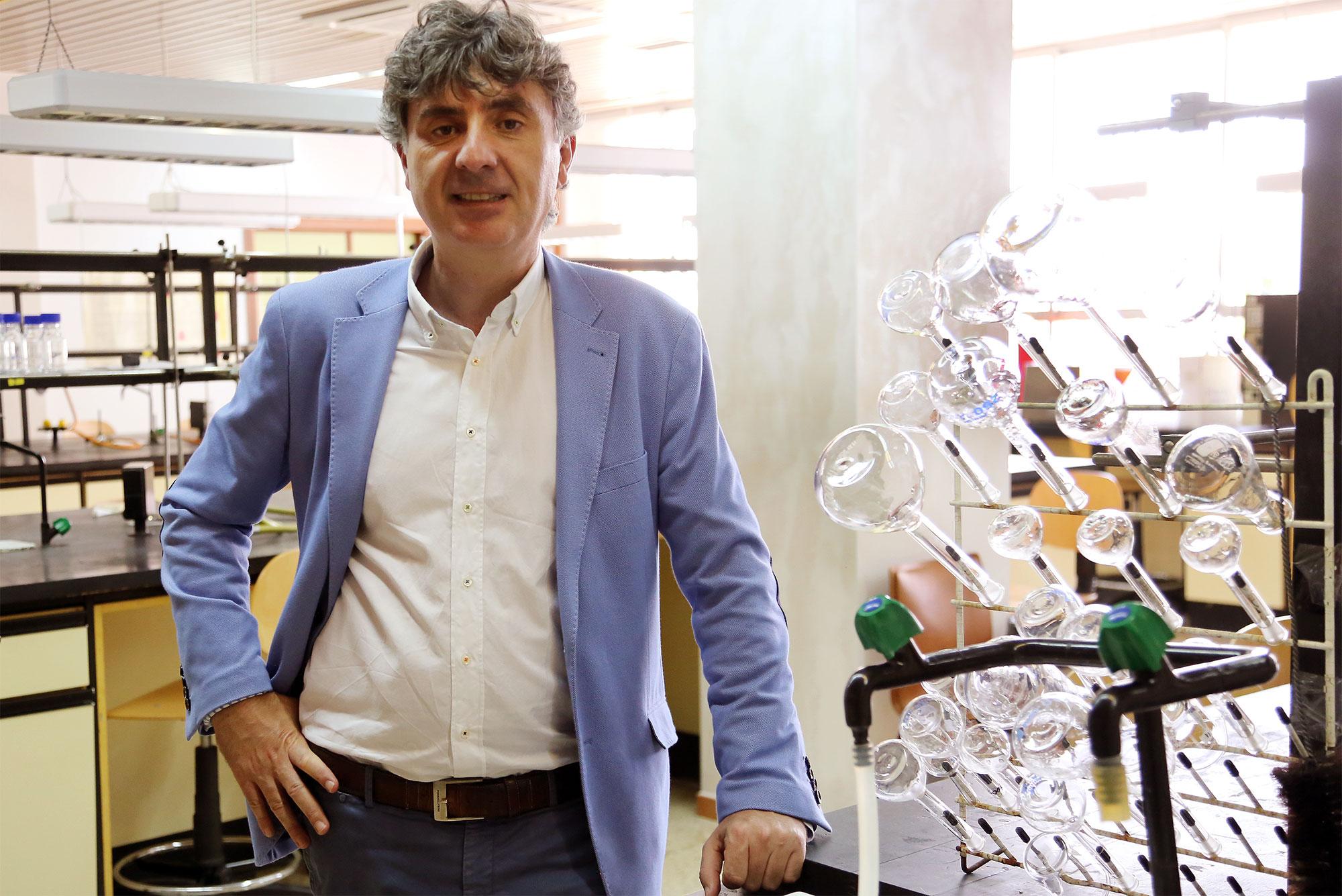 La Real Sociedad Española de Química premia al profesor Casado Cordón por su carrera investigadora