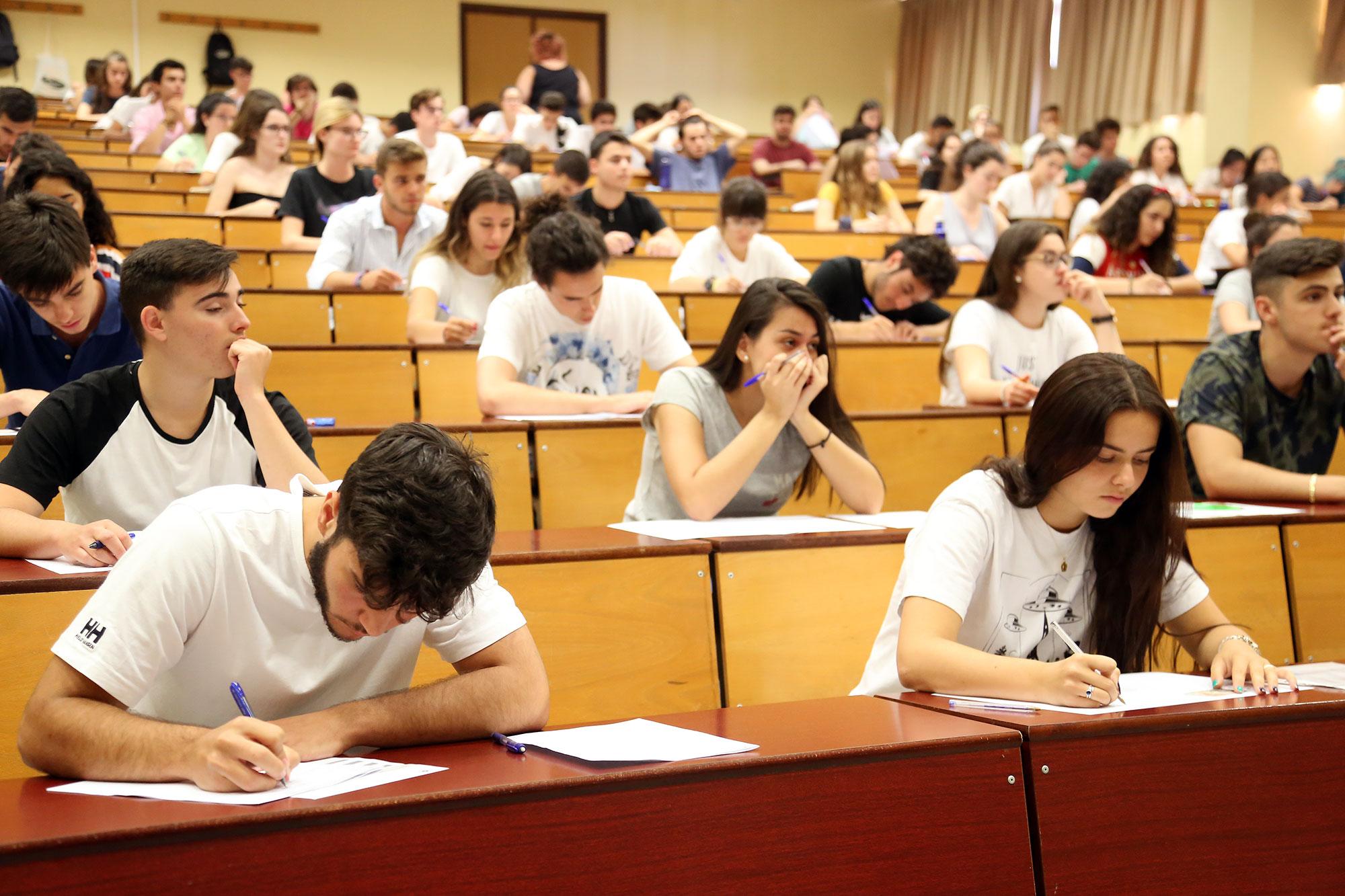 Casi 7.400 estudiantes se examinaron sin incidencias en la primera jornada de las pruebas de acceso a la Universidad
