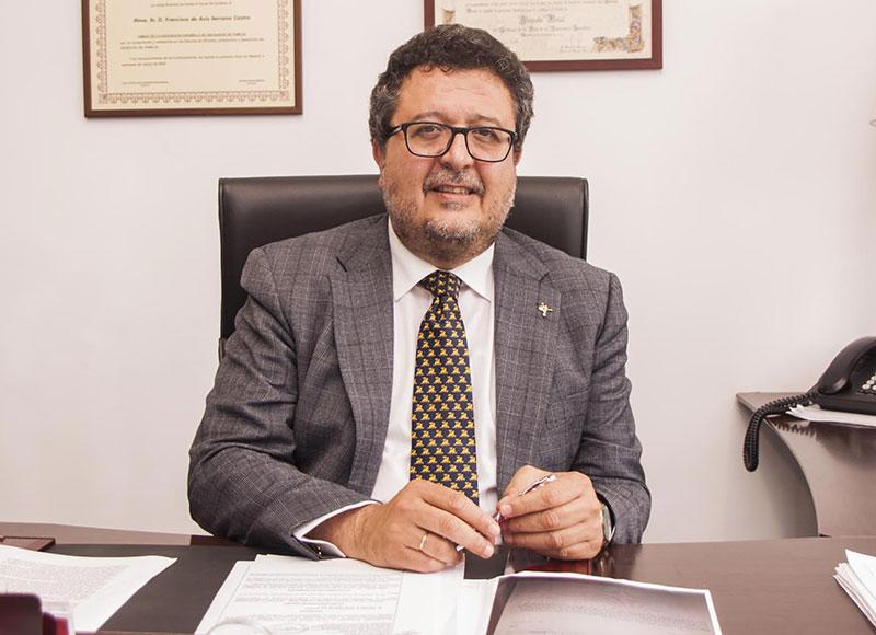 """Francisco Serrano, juez de Familia en excedencia: """"De cada 100 denuncias por maltrato, 5 son reales"""""""