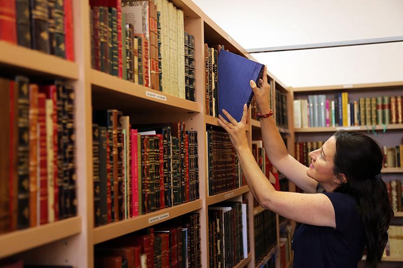 La UMA custodia la colección bibliográfica del poeta Alfonso Canales