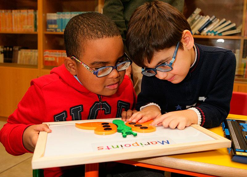 El acceso a la lectura y a las tecnologías inclusivas facilitan la vuelta al cole de 319 estudiantes ciegos en Málaga