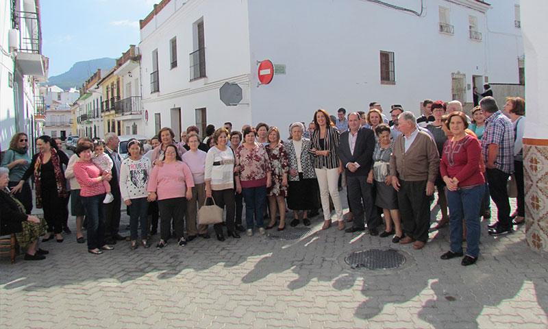 La alcaldesa de Alhaurín El Grande preside la apertura oficial de la remodelada calle Molinos de Abajo