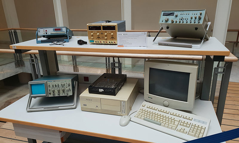 Una exposición abre las actividades de celebración del 30 aniversario de Ingeniería de Telecomunicación