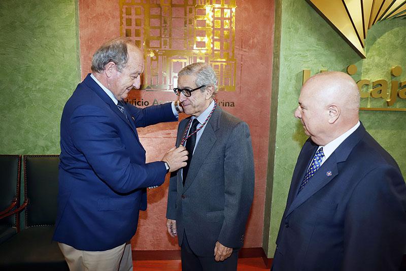 Braulio Medel, presidente de la Fundación Unicaja, nombrado Académico de Honor de la Institución Carlomagno