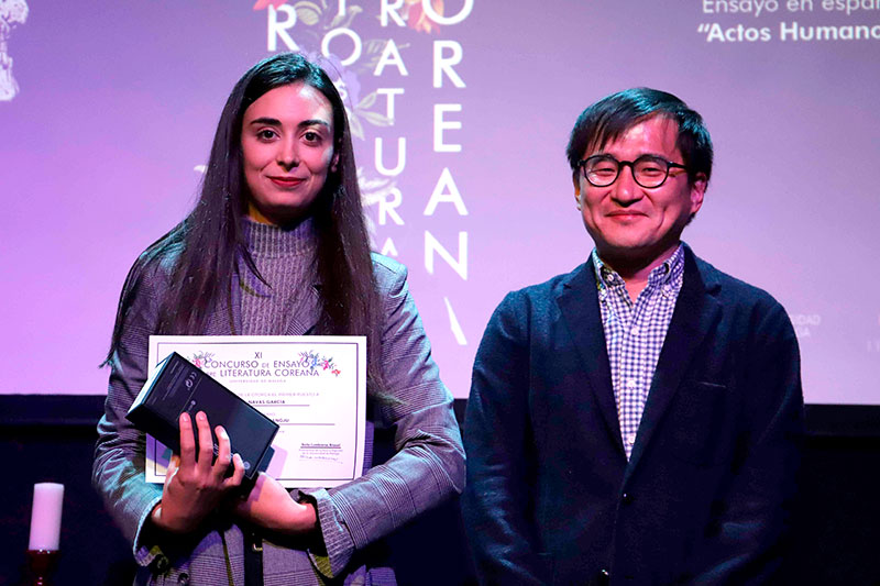 La alumna María Navas, ganadora del XI concurso de ensayo sobre literatura coreana