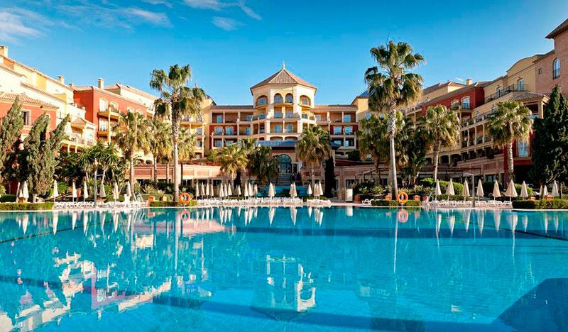Los hoteleros españoles demandan al Ministerio de Trabajo medidas para reducir la Seguridad Social en temporada baja