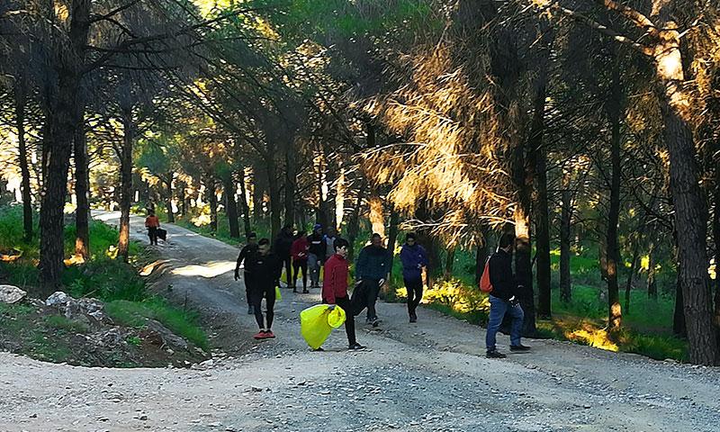 """Un centenar de personas participan en la jornada medioambiental """"Cuida TU Sierra"""" en Alhaurín El Grande"""