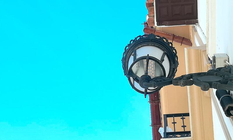 El Ayuntamiento de Alhaurín El Grande moderniza 80 luminarias en el centro histórico