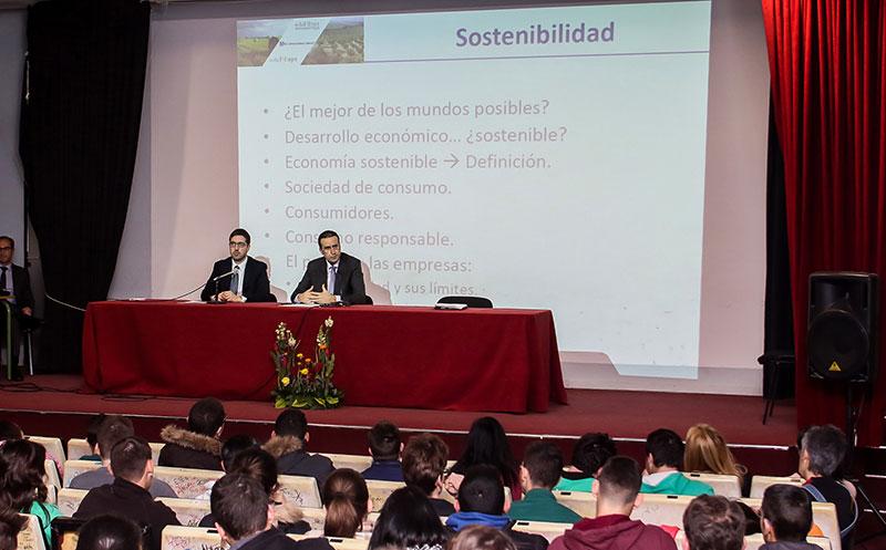 Unicaja acerca los productos financieros del mundo agrario, la economía circular y las finanzas sostenibles a estudiantes de ciclos formativos de Málaga