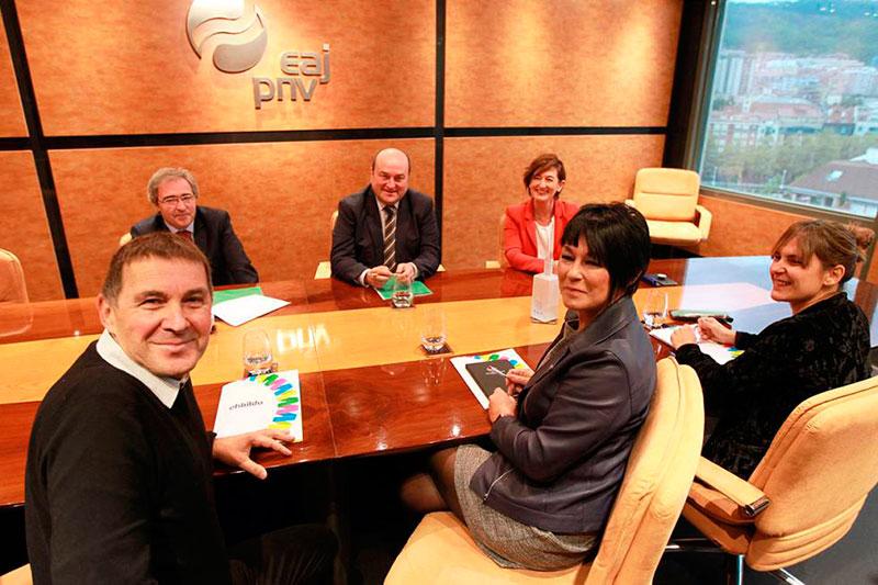 Editorial – El precio del apoyo de Bildu y PNV a los decretos leyes del Gobierno