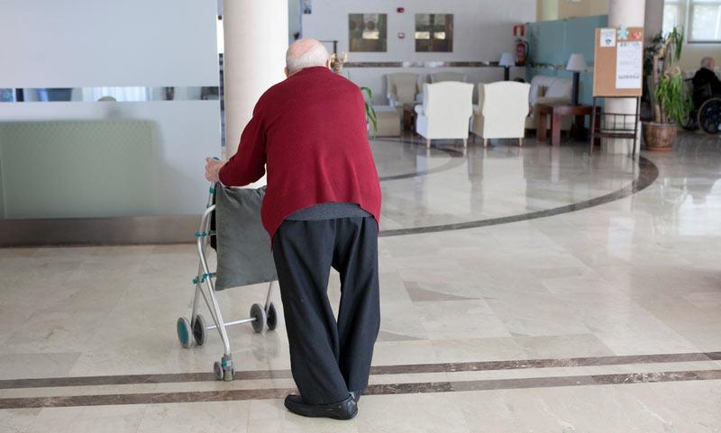 Residencias de mayores y centros de menores de la Junta, bajo mínimos de personal por la paralización de una veintena de contrataciones