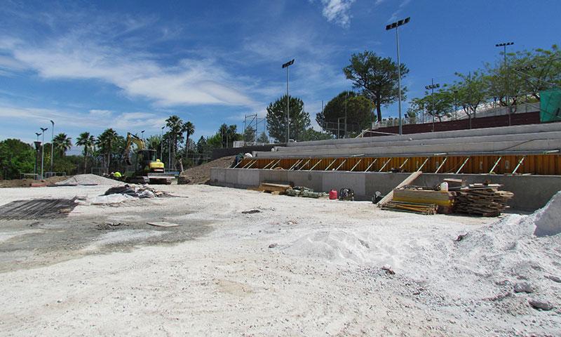 Continúan a buen ritmo los trabajos para la construcción de una cuarta pista de tenis en el Polideportivo Municipal de Alhaurín El Grande