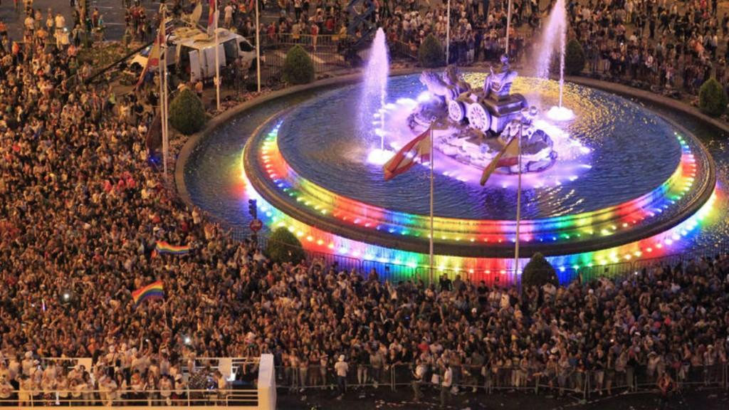 Editorial – El Orgullo Gay de Madrid enseña el carnet