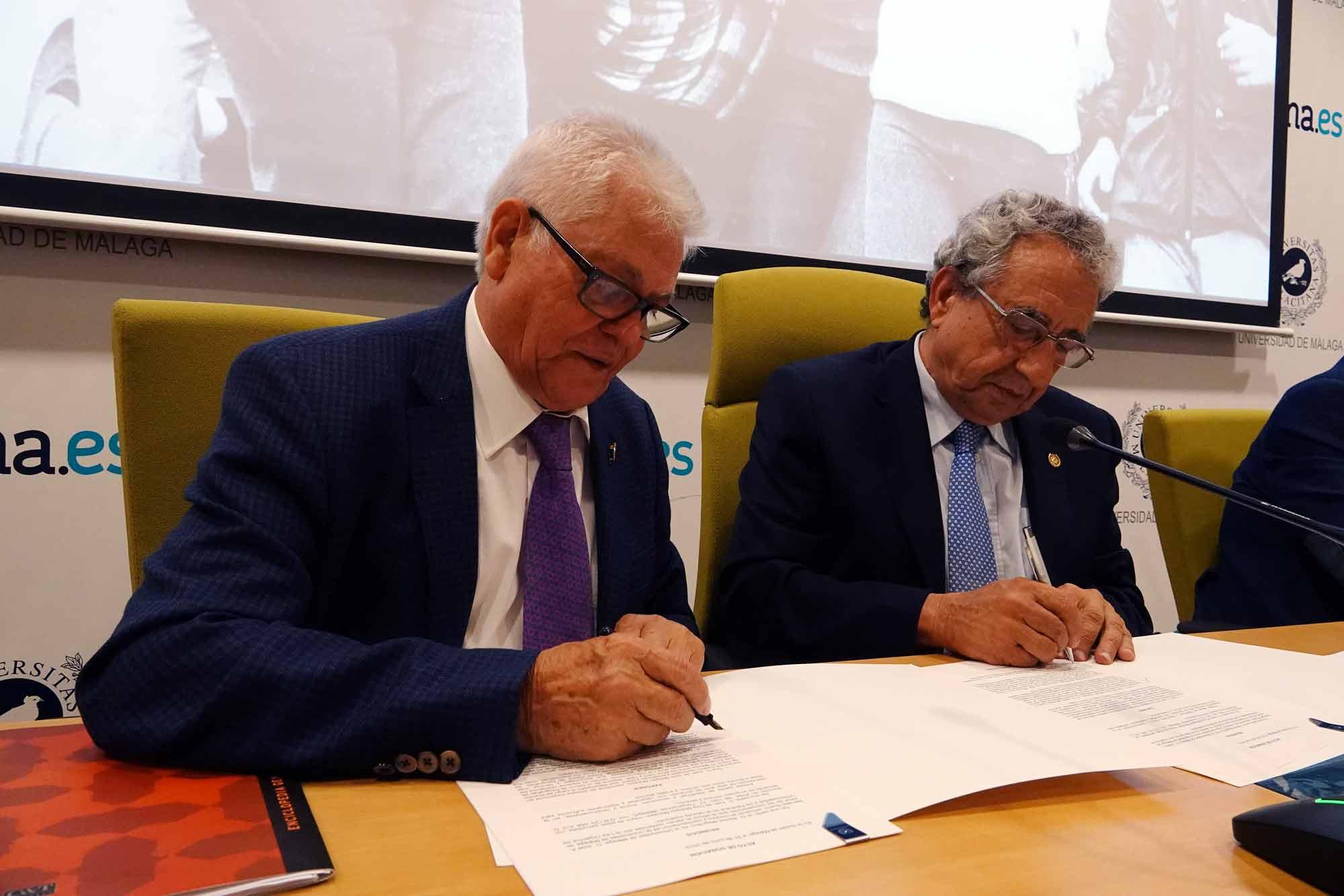Juan de Dios Mellado, presidente del Consejo Social de la Universidad de Málaga, dona su archivo fotográfico a la UMA