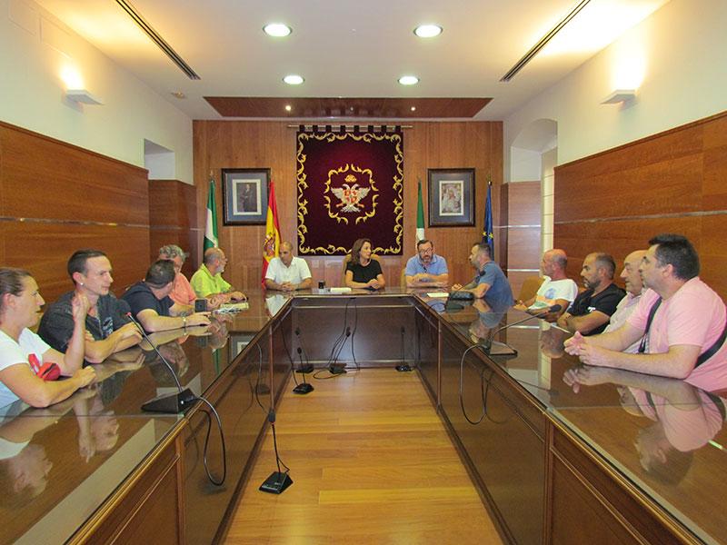 El Ayuntamiento de Alhaurín El Grande y trabajadores de Urbaser firman un acuerdo para incluir en el próximo contrato las mejoras que negocien en su nuevo convenio laboral