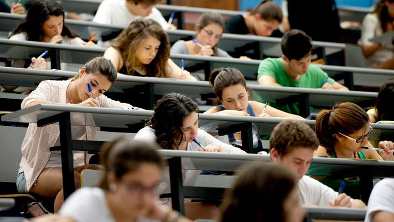 Medicina y el doble grado de Matemáticas e Informática, las carreras que más nota exigen