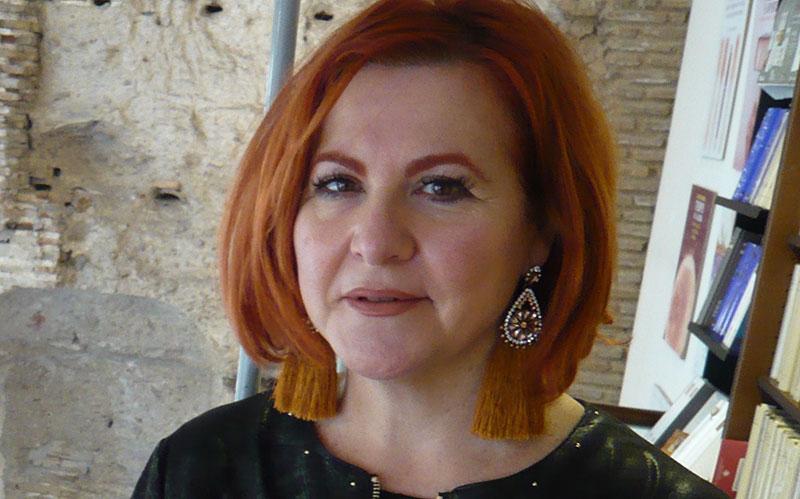 """María Viedma, escritora: """"La literatura es una mentira elaboradísima"""""""