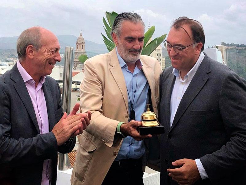 Arturo Bernal recibe el Timbre de Oro por parte de AEHCOS