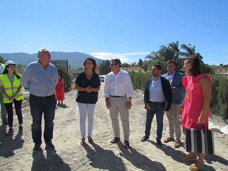 El presidente de Diputación visita las obras del puente sobre el Río Fahala, que están a punto de finalizar