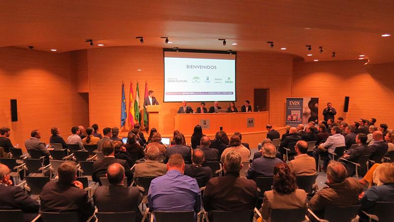 El laboratorio I+D más avanzado al sur de Europa para la conducción conectada, impulsado por Telefónica y Dekra, abre sus puertas en Málaga y ofrece ya un entorno de pruebas