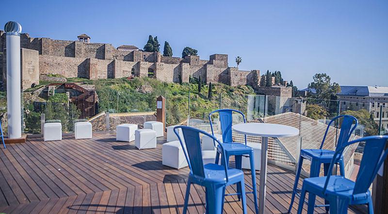 El alcalde de Málaga ordena el cierre de las terrazas en toda la ciudad