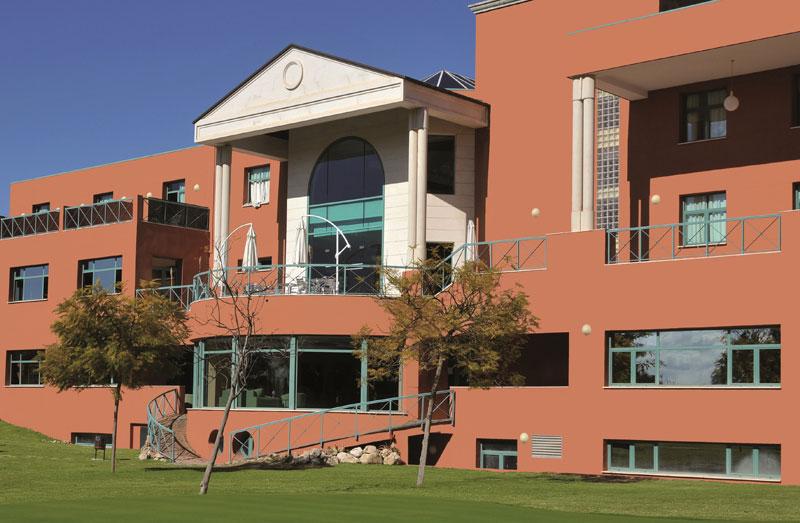Les Roches revalida su liderazgo entre las tres mejores escuelas de formación hotelera del mundo y única que forma desde España