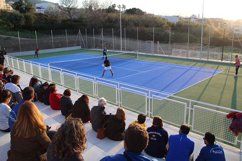 Entra en funcionamiento la cuarta pista de tenis del Polideportivo Municipal de Alhaurín El Grande