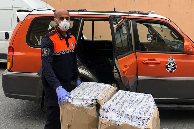 El Rotary Club de Ceuta facilita trajes de protección individual, batas y mascarillas a destinatarios clave
