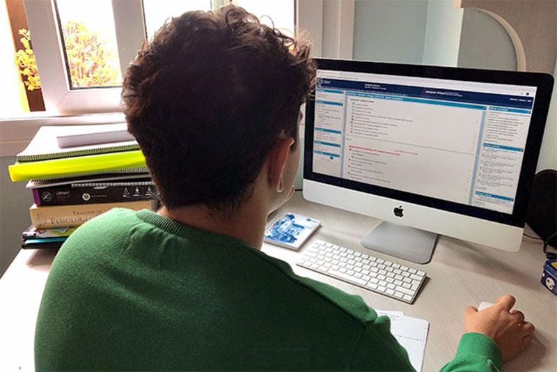 La Universidad de Málaga ofrece datos de telefonía móvil y presta ordenadores a los alumnos con dificultad para conectarse